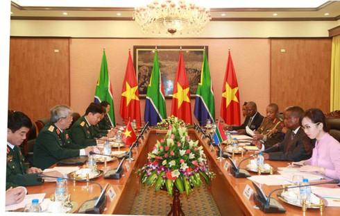 Việt Nam – Nam Phi đối thoại chính sách quốc phòng 2015 - ảnh 1