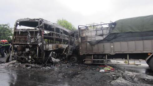 Vụ tai nạn 13 người chết ở Bình Thuận: Các xe khách đều mới kiểm định - ảnh 1