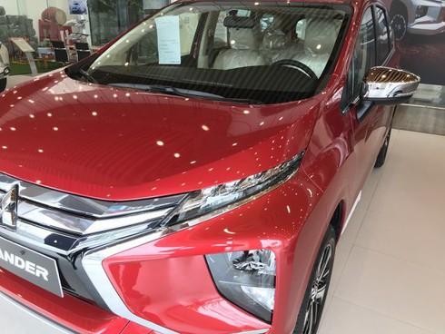Cám cảnh mua ô tô đời mới, nhân viên 'hét' thêm 20-40 triệu sẽ có xe ngay!