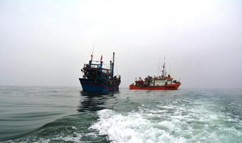 Hải đội 2 cứu thành công 7 ngư dân gặp nạn nhiều ngày trên biển - ảnh 1