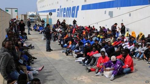 Lật tàu trên biển Địa Trung Hải, 700 người có thể đã thiệt mạng - ảnh 1