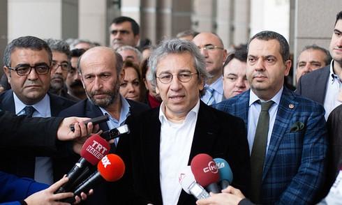"""Nhà báo Thổ Nhĩ Kỳ: EU bắt tay với """"chính phủ phát xít"""" của ông Erdogan - ảnh 1"""