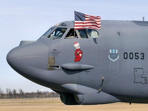 Dùng B-52 để ném bom IS: Dùng dao mổ trâu thịt gà - ảnh 1