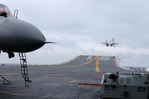 """Lo sợ Trump """"giở chứng"""", Trung Quốc đẩy mạnh hoạt động quân sự biển - ảnh 1"""