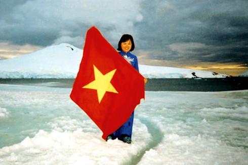 Cờ đỏ sao vàng - Biểu tượng bất diệt của Tổ quốc Việt Nam - ảnh 12
