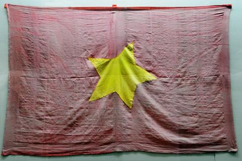 Cờ đỏ sao vàng - Biểu tượng bất diệt của Tổ quốc Việt Nam - ảnh 2