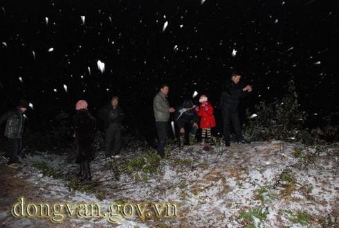 Tuyết rơi sớm ở Đồng Văn: Dày nhất trong vòng 10 năm - ảnh 7