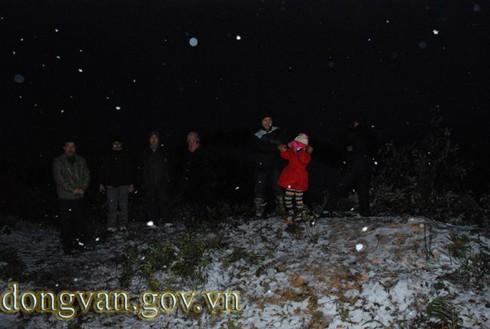Tuyết rơi sớm ở Đồng Văn: Dày nhất trong vòng 10 năm - ảnh 3