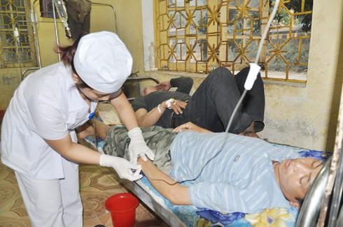 Lào Cai: 22 người nhập viện vì ngộ độc thực phẩm - ảnh 2