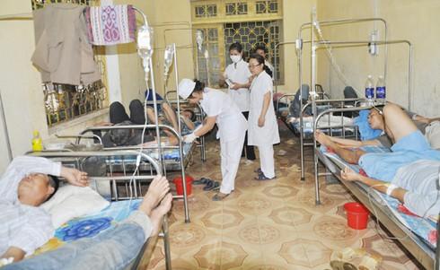Lào Cai: 22 người nhập viện vì ngộ độc thực phẩm - ảnh 1