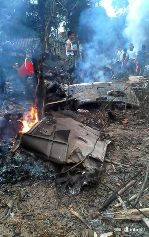Hiện trường vụ máy bay trực thăng rơi ở Hòa Lạc - ảnh 2