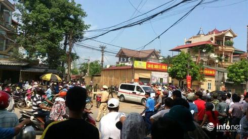 Hiện trường vụ máy bay trực thăng rơi ở Hòa Lạc - ảnh 7