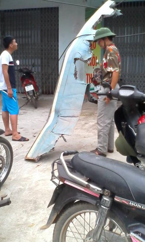 Hiện trường vụ máy bay trực thăng rơi ở Hòa Lạc - ảnh 4
