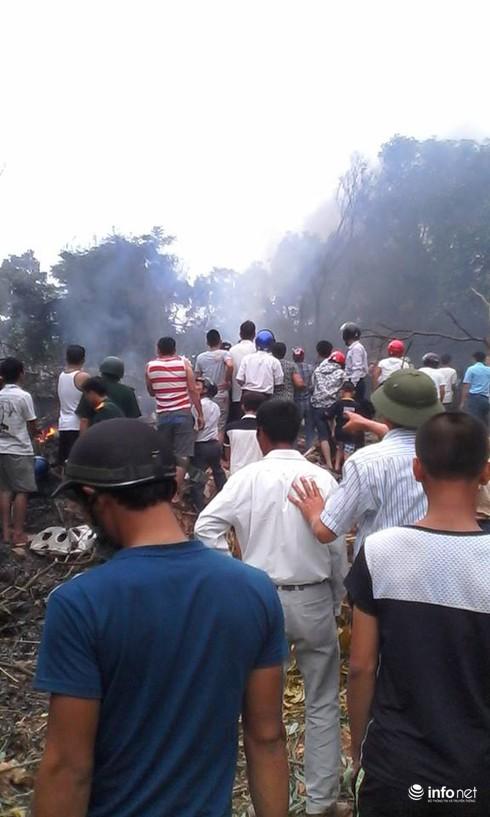 Hiện trường vụ máy bay trực thăng rơi ở Hòa Lạc - ảnh 5