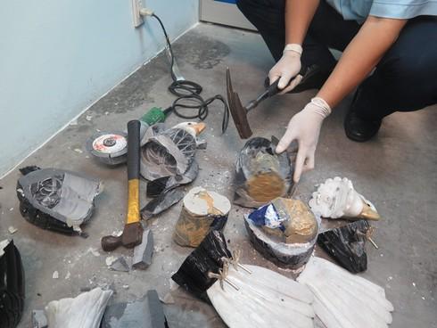 Chiêu cất giấu 2kg Cocain trong tượng chim đại bàng bằng đá - ảnh 5