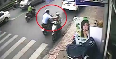 Du khách nước ngoài bị cướp túi xách trên phố Sài Gòn - ảnh 1