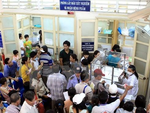 Bệnh viện Ung bướu TP.HCM bắt đầu khám bệnh từ 5 giờ sáng - ảnh 1