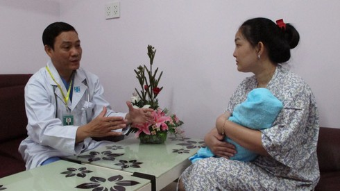 Quá kiêng cữ sau sinh, mẹ và bé dễ mắc bệnh gì? - ảnh 1