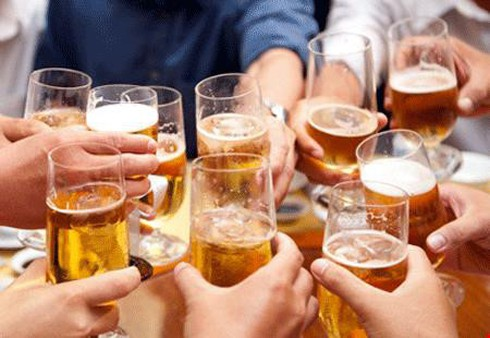 Cấm bán rượu bia tại quán karaoke? - ảnh 1