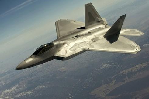 Vì sao Mỹ triển khai chiến đấu cơ F-22 tại châu Âu? - ảnh 1