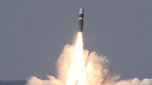 Mỹ thử thành công tên lửa đạn đạo liên lục địa Trident-2 - ảnh 1