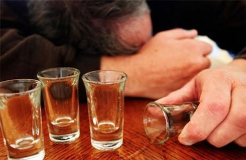 Cách gì giảm đau đầu khi uống rượu? - ảnh 1