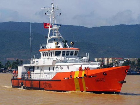 Điều tàu ra biển cứu ngư dân hôn mê ngoài khơi - ảnh 1