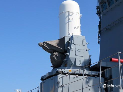 Vận thang độc đáo trên tàu đổ bộ JSDS Shimokita (LST-4002) của Hải quân Nhật Bản - ảnh 5