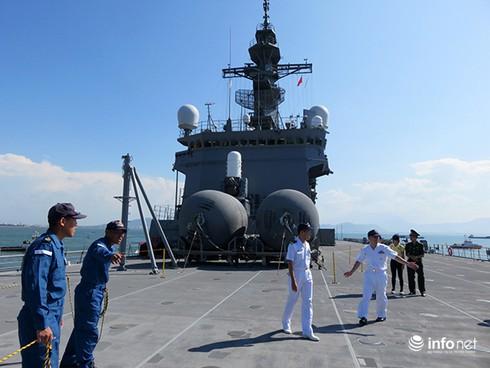 Vận thang độc đáo trên tàu đổ bộ JSDS Shimokita (LST-4002) của Hải quân Nhật Bản - ảnh 7