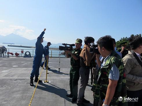 Vận thang độc đáo trên tàu đổ bộ JSDS Shimokita (LST-4002) của Hải quân Nhật Bản - ảnh 8