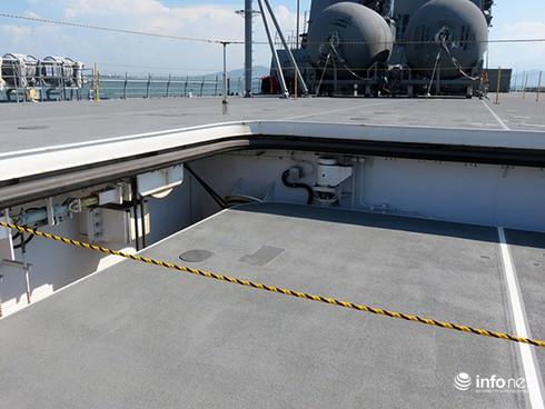 Vận thang độc đáo trên tàu đổ bộ JSDS Shimokita (LST-4002) của Hải quân Nhật Bản - ảnh 10