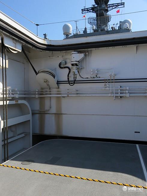 Vận thang độc đáo trên tàu đổ bộ JSDS Shimokita (LST-4002) của Hải quân Nhật Bản - ảnh 11