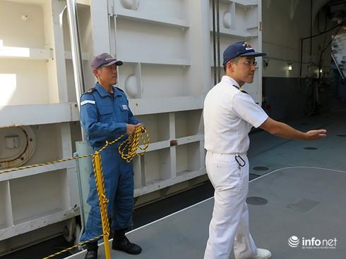 Vận thang độc đáo trên tàu đổ bộ JSDS Shimokita (LST-4002) của Hải quân Nhật Bản - ảnh 15