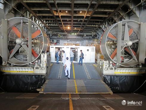 Vận thang độc đáo trên tàu đổ bộ JSDS Shimokita (LST-4002) của Hải quân Nhật Bản - ảnh 20