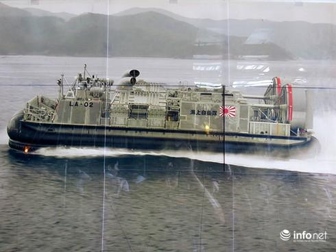 Vận thang độc đáo trên tàu đổ bộ JSDS Shimokita (LST-4002) của Hải quân Nhật Bản - ảnh 22