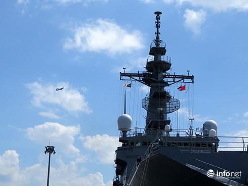 Vận thang độc đáo trên tàu đổ bộ JSDS Shimokita (LST-4002) của Hải quân Nhật Bản - ảnh 3