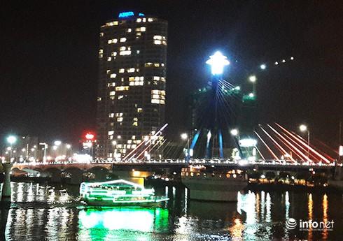 Đà Nẵng: Không cho tàu du lịch hoạt động trên sông Hàn các đêm thi pháo hoa - ảnh 1