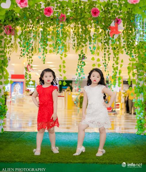Mẫu nhí Linh Chi và Bảo Ngọc cực xinh trong thời trang ren hè siêu hot - ảnh 1