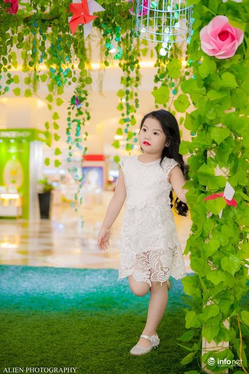 Mẫu nhí Linh Chi và Bảo Ngọc cực xinh trong thời trang ren hè siêu hot - ảnh 7