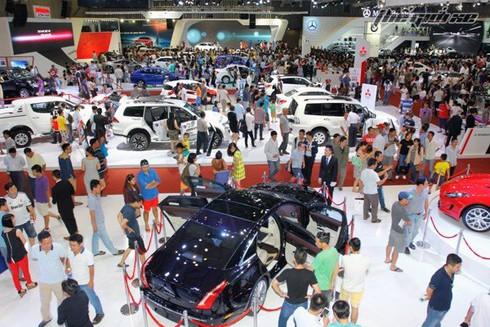 Cuối năm, ô tô nhập khẩu ồ ạt đổ về Việt Nam, tăng gần gấp đôi - ảnh 1