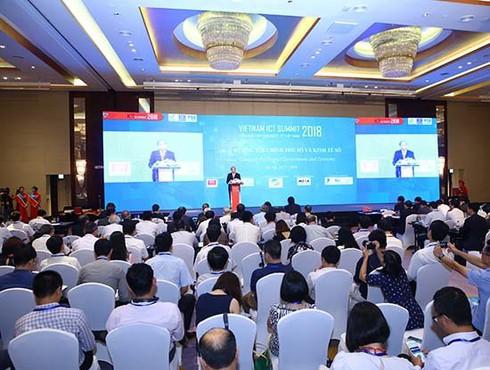 Thủ tướng kêu gọi doanh nghiệp, xã hội đồng tâm hiệp lực xây dựng Chính phủ điện tử - ảnh 1