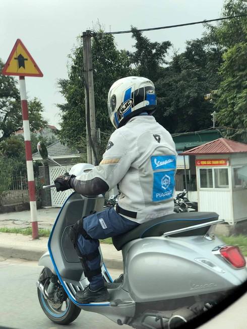Xe máy điện Vespa Elettrica đang trong quá trình đăng kiểm tại Việt Nam - ảnh 1