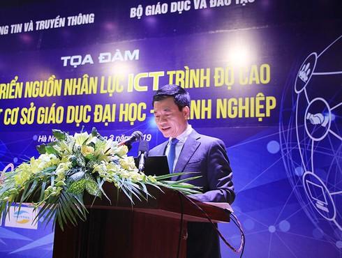 """Bộ trưởng Nguyễn Mạnh Hùng: Cơ sở đào tạo và doanh nghiệp ICT đã đến lúc """"tuy hai mà một"""" - ảnh 1"""
