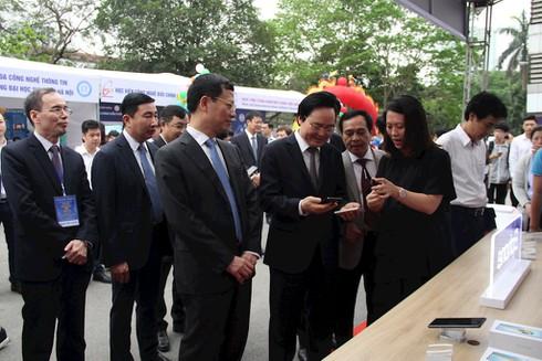 """Bộ trưởng Nguyễn Mạnh Hùng: Cơ sở đào tạo và doanh nghiệp ICT đã đến lúc """"tuy hai mà một"""" - ảnh 2"""