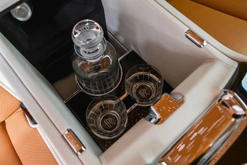 Rolls-Royce Phantom ban dac biet voi vach ngan rieng tu tuyet doi hinh anh 7