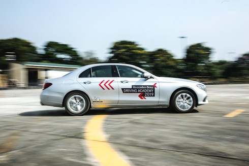 Trải nghiệm lái 30 chiếc xe Mercedes-Benz trên đường băng sân bay Gia Lâm - ảnh 3