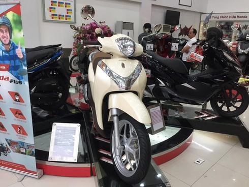 Giá xe máy Honda tiếp tục giảm, Honda SH và SH Mode ổn định - ảnh 1