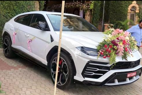 Loạt siêu xe đình đám trong đám cưới xa hoa nhất từng thấy