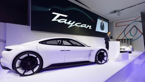 Porsche Taycan - xe thể thao chạy điện sẽ chính thức trình làng vào cuối năm nay - ảnh 1