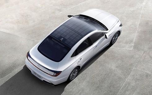 Xe ô tô Hyundai đầu tiên trang bị tấm pin mặt trời ra mắt - ảnh 1